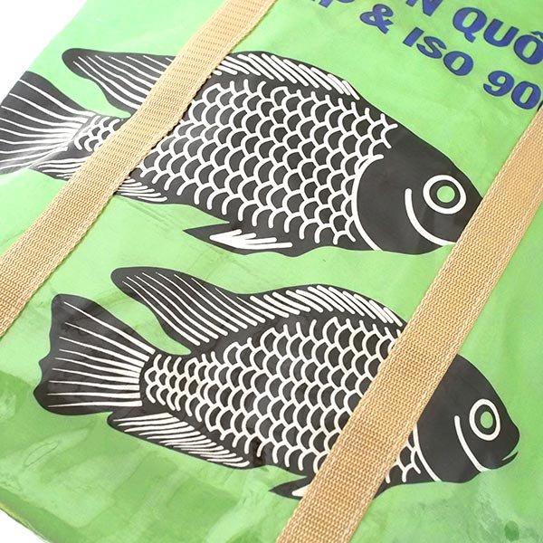 【NEW シリーズ】ベトナム 飼料袋 リメイク ショルダーバッグ(ビニールコーティング マチ付き 魚 グリーン)【画像3】