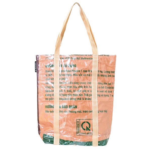 【NEW シリーズ】ベトナム 飼料袋 リメイク ショルダーバッグ(ビニールコーティング マチ付き ブタ ブラウン)【画像2】