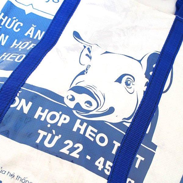【NEW シリーズ】ベトナム 飼料袋 リメイク ショルダーバッグ(ビニールコーティング マチ付き ブタ ブルー B)【画像3】