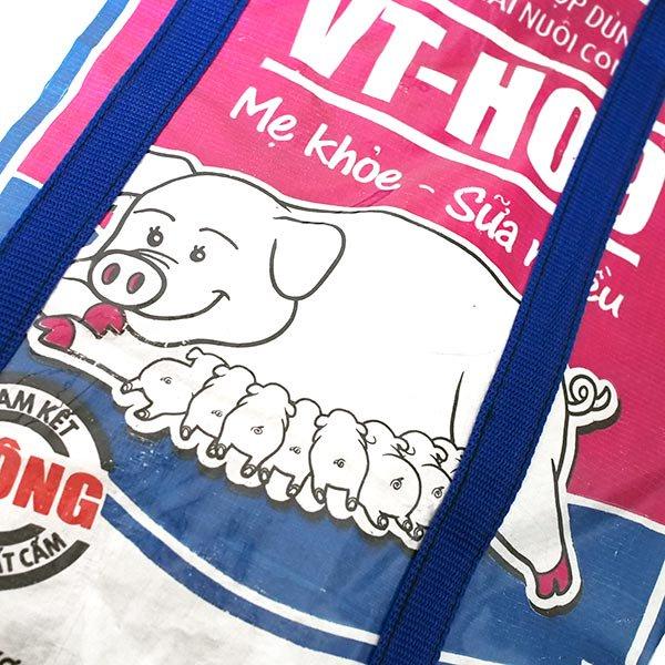 【NEW シリーズ】ベトナム 飼料袋 リメイク ショルダーバッグ(ビニールコーティング マチ付き ブタ ピンク)【画像3】