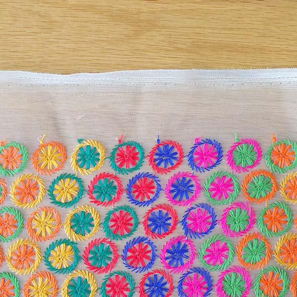 インド メッシュ生地(模様 カラフル刺繍 / 幅約108cm 50cm 切り売り )【画像8】