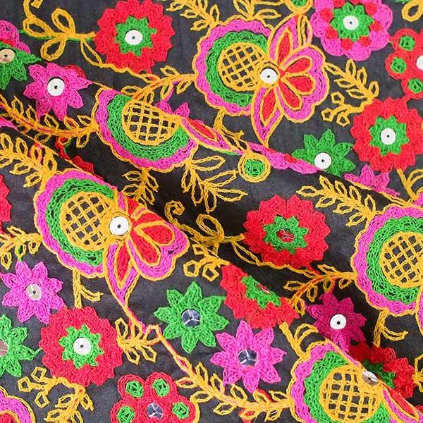 インド ラジャスタンの刺繍布 ブラック(幅約109cm / 1m切り売り )