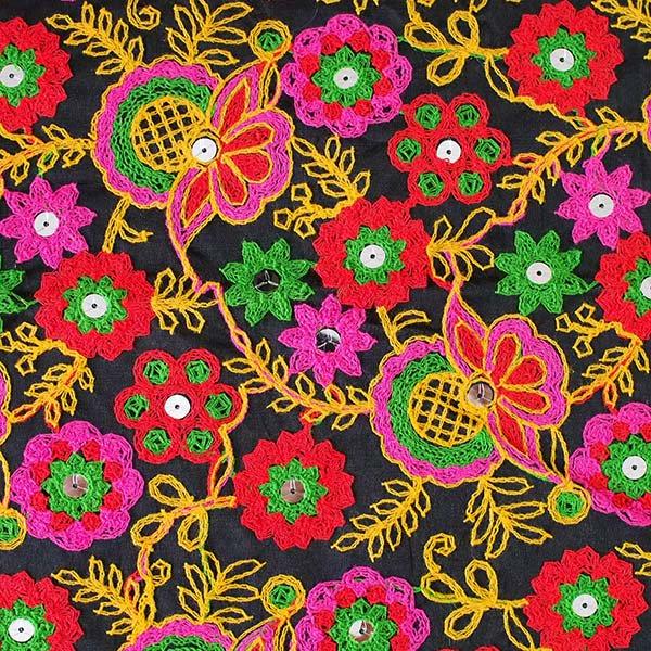インド ラジャスタンの刺繍布 ブラック(幅約109cm / 1m切り売り )【画像2】