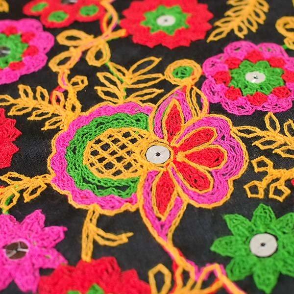 インド ラジャスタンの刺繍布 ブラック(幅約109cm / 1m切り売り )【画像3】
