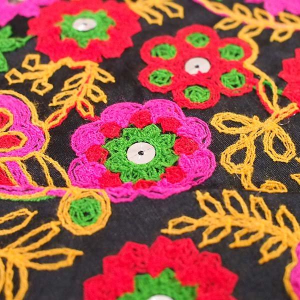 インド ラジャスタンの刺繍布 ブラック(幅約109cm / 1m切り売り )【画像4】