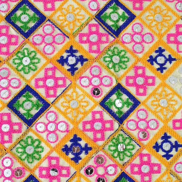 インド ラジャスタンの刺繍布 ゴールド スパンコール(幅約108cm / 1m切り売り)【画像2】