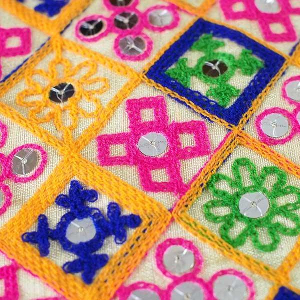 インド ラジャスタンの刺繍布 ゴールド スパンコール(幅約108cm / 1m切り売り)【画像3】