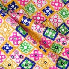 インド ラジャスタンの刺繍布 ゴールド スパンコール(幅約108cm / 1m切り売り)