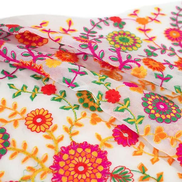インド ラジャスタンの刺繍布  ミラーワーク 花(幅約109cm / 1m切り売り)