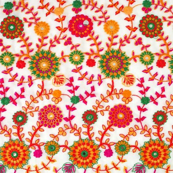 インド ラジャスタンの刺繍布  ミラーワーク 花(幅約109cm / 1m切り売り)【画像2】