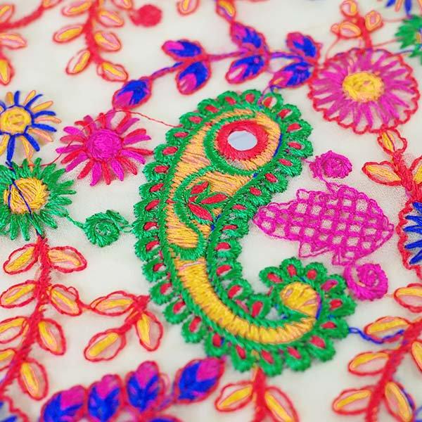 インド ラジャスタンの刺繍布  ミラーワーク ペイズリー (幅約105cm / 1m切り売り)【画像3】