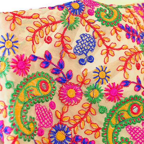 インド ラジャスタンの刺繍布  ミラーワーク ペイズリー (幅約105cm / 1m切り売り)【画像5】