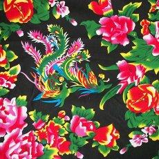 布 / 生地 ベトナム 孔雀と牡丹 カットオフ 幅約158/ 1m売り(黒)