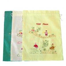 ベトナム 刺繍 ベトナム 刺繍 巾着(水牛に乗る子供と田植えをする人 3色 大サイズ 37×28)