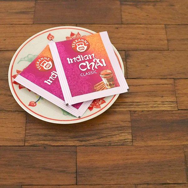ベトナム バッチャン焼き 手描き  蓮  小皿(直径約12cm)【画像6】