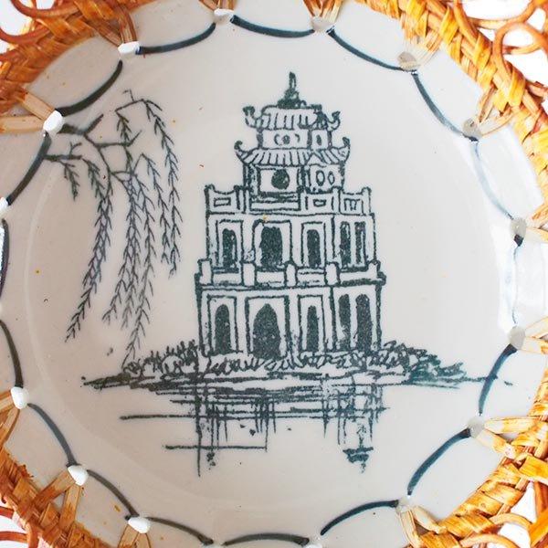 ベトナム バッチャン焼き ラタン編み 皿  ホアンキエム湖 亀の塔 (直径約15cm)【画像3】