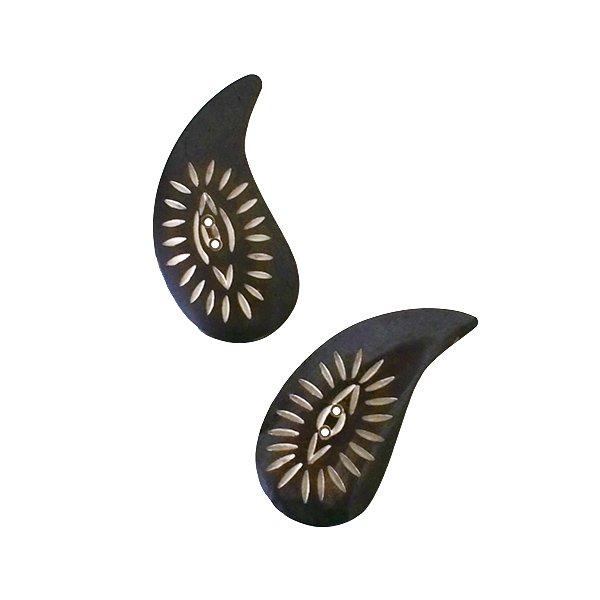 ネパール 水牛の角で作られた ボタン(勾玉風 5×3)ハンドメイド 手芸
