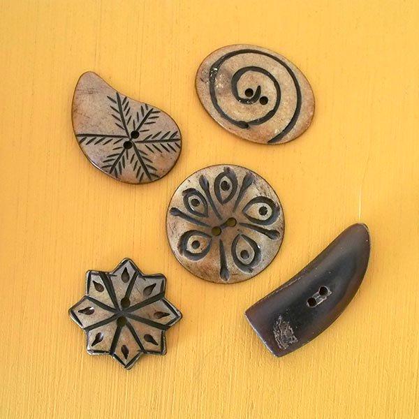 ネパール 水牛の角で作られたボタン(茶 楕円形 模様 3×3.5)ハンドメイド 手芸【画像4】