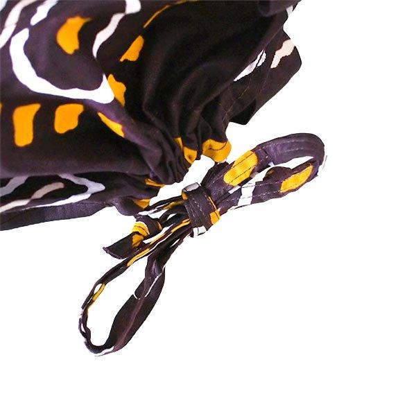 【HARMONY FOR PEACE プロジェクト】マリ 足踏みミシンで仕立てた パーニュ 巾着 エコバッグ(濃茶 子安貝)【画像4】