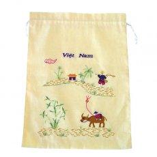 新入荷・再入荷 ベトナム 刺繍 巾着(水牛と凧揚げをする子供  大サイズ 37×28)