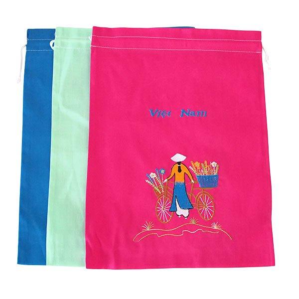 ベトナム 刺繍 巾着(自転車に花を乗せた アオザイ女性 3色 大サイズ 37×28)