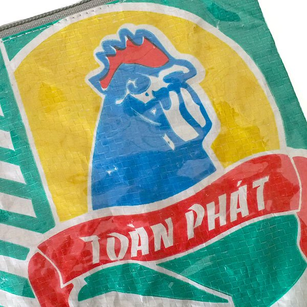 ベトナム 飼料袋 リメイク ポーチ(NEW サイズ ニワトリ ブルー)【画像3】