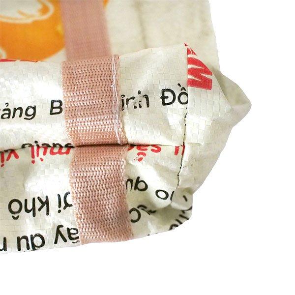 ベトナム 飼料袋 リメイク ショルダーバッグ(ビニールコーティングなし マチ付き ブタ 持ち手 クリーム)【画像4】