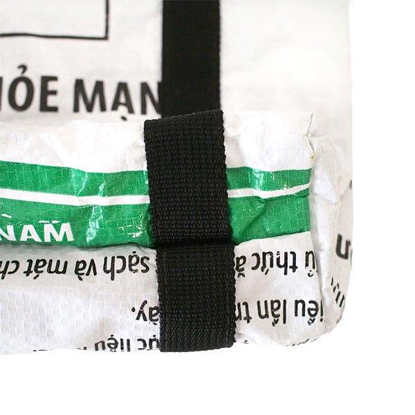 ベトナム 飼料袋 リメイク ショルダーバッグ(ビニールコーティングなし マチ付き ニワトリ B)【画像4】