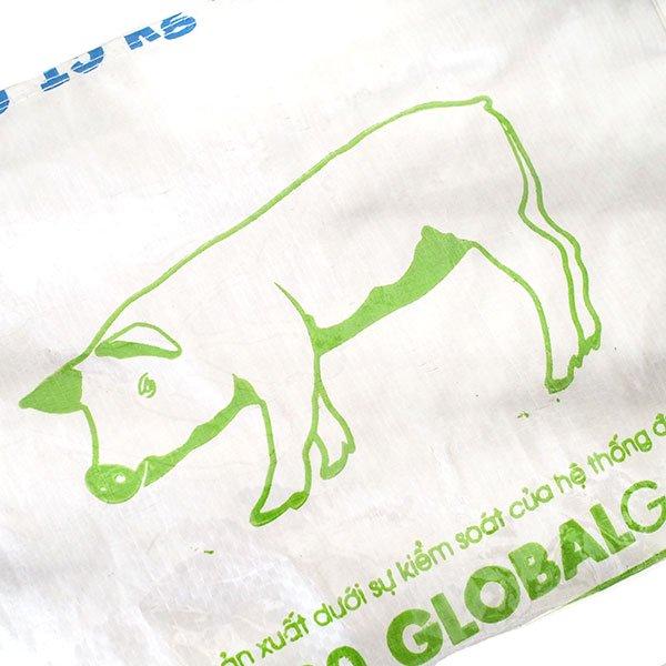ベトナム 飼料袋 リメイク バッグ(肩掛けOK マチ付き ブタ キミドリ)【画像3】