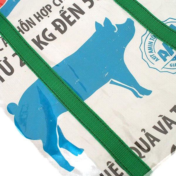 【訳あり】ベトナム 飼料袋 リメイク ショルダーバッグ(ビニールコーティング マチ付き ブタ ブルー)【画像3】