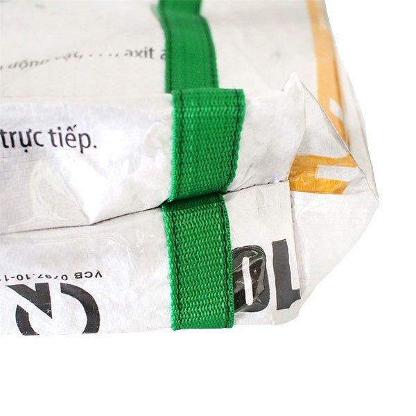【訳あり】ベトナム 飼料袋 リメイク ショルダーバッグ(ビニールコーティング マチ付き ブタ ブルー)【画像6】
