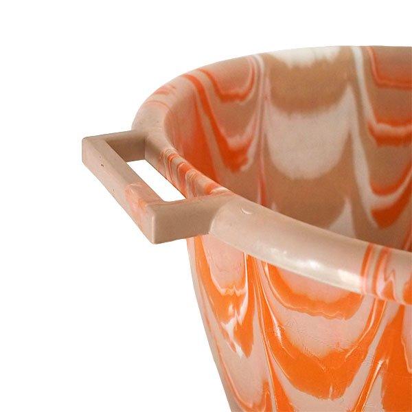 セネガル プラスチック持ち手付きの桶(薄めブラウン×オレンジ  15リットル)【画像3】