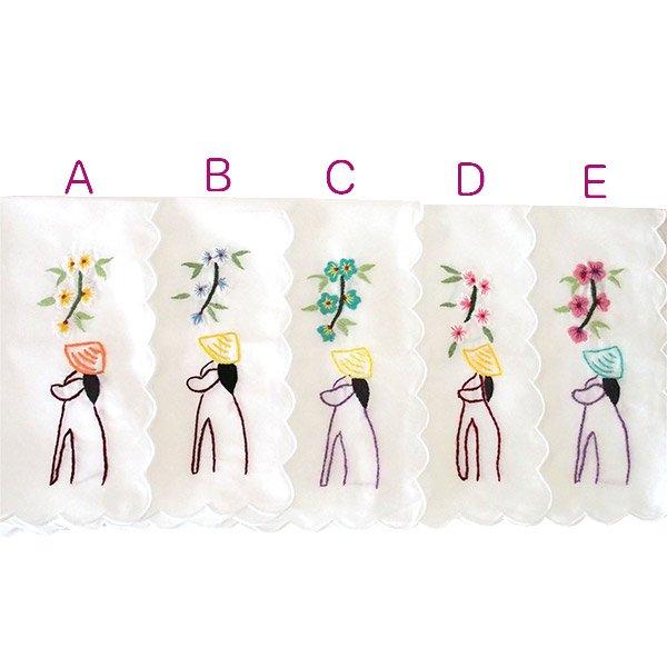 ベトナム 手刺繍 ハンカチ(アオザイの女の子と花)【画像3】