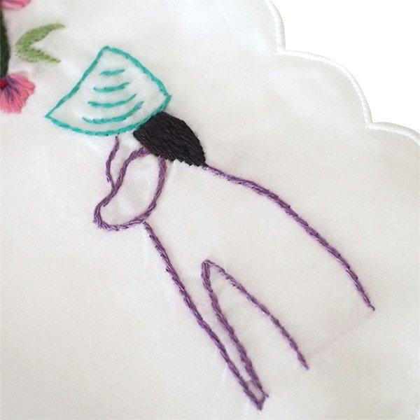 ベトナム 手刺繍 ハンカチ(アオザイの女の子と花)【画像5】