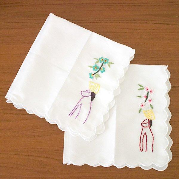 ベトナム 手刺繍 ハンカチ(アオザイの女の子と花)【画像7】