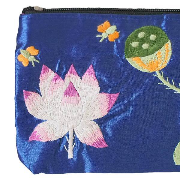 ベトナム 蓮の花(ロータス)シルク 手刺繍 ポーチ(ビーズ付き ブルー)【画像3】