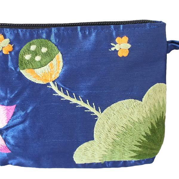 ベトナム 蓮の花(ロータス)シルク 手刺繍 ポーチ(ビーズ付き ブルー)【画像4】