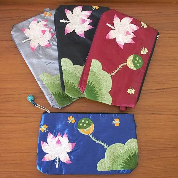 ベトナム 蓮の花(ロータス)シルク 手刺繍 ポーチ(ビーズ付き ブルー)【画像7】