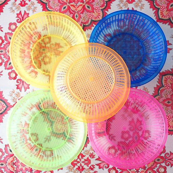 ベトナム プラスチックカラフルなミニザル5色セット