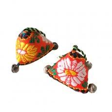 オレンジ 雑貨 ベトナム チロリアンテープで作られた キーホルダー(小さめ 三角)