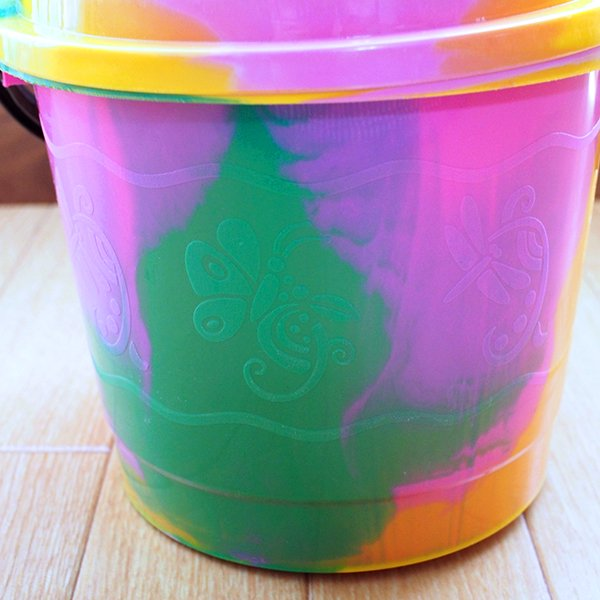 セネガル プラスチックの蓋付きミニバケツ(2リットル)