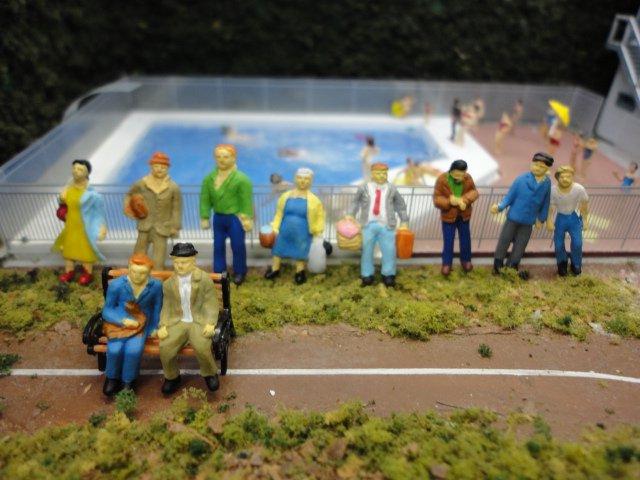 色合いが楽しい プレミアム 旅行者 HO人形11体