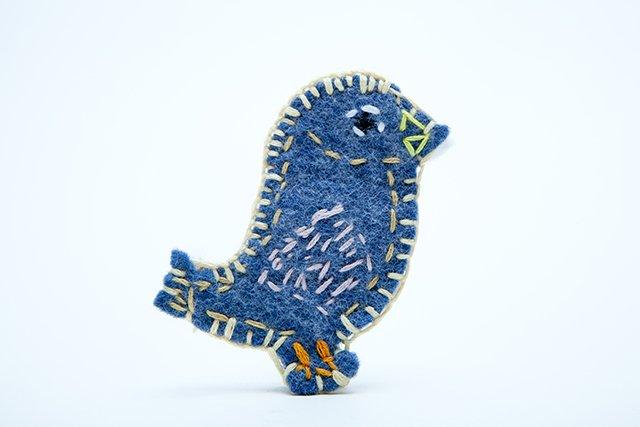ぬい絵の青い鳥・ブローチ