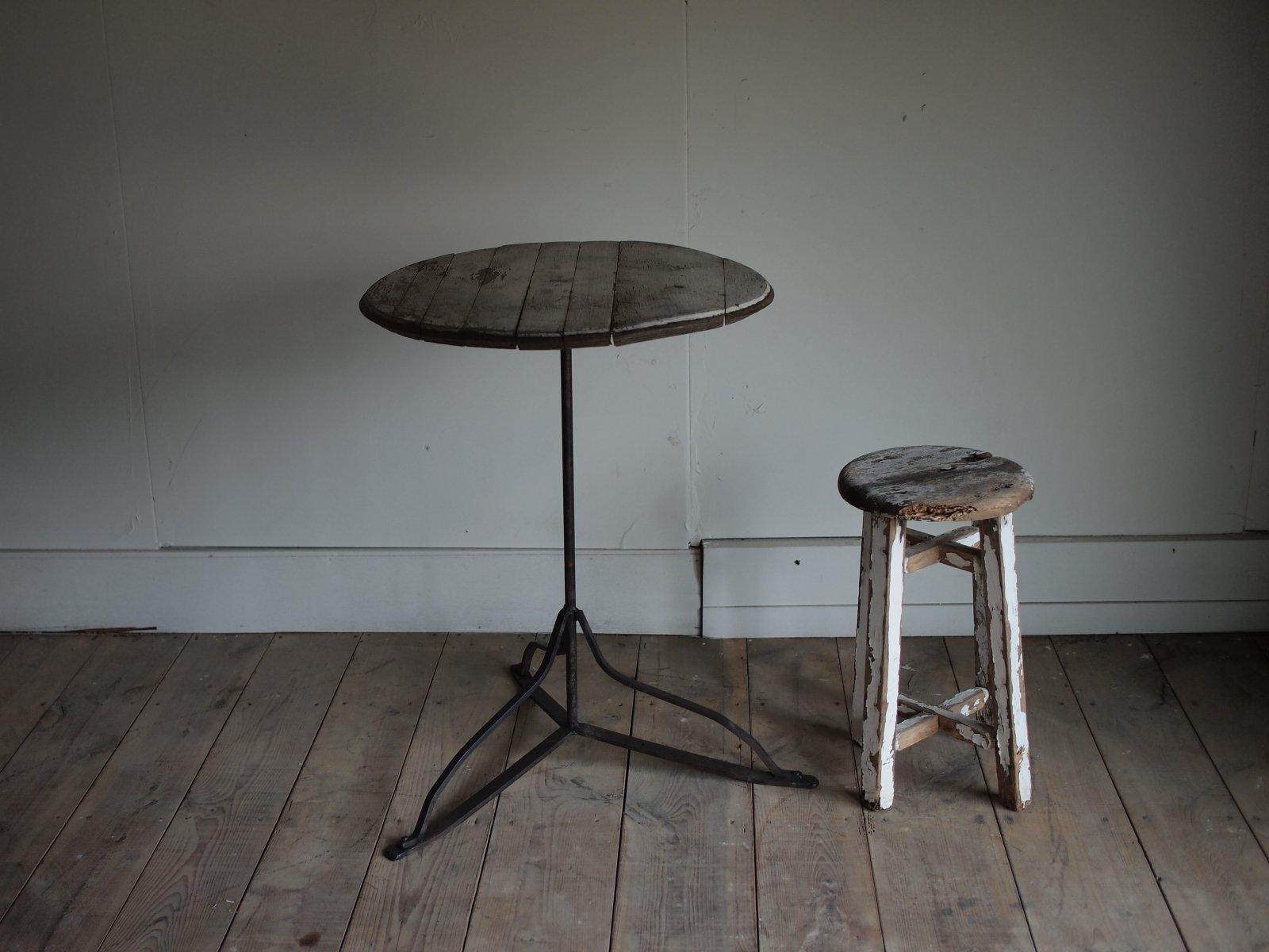 オークの樽テーブル