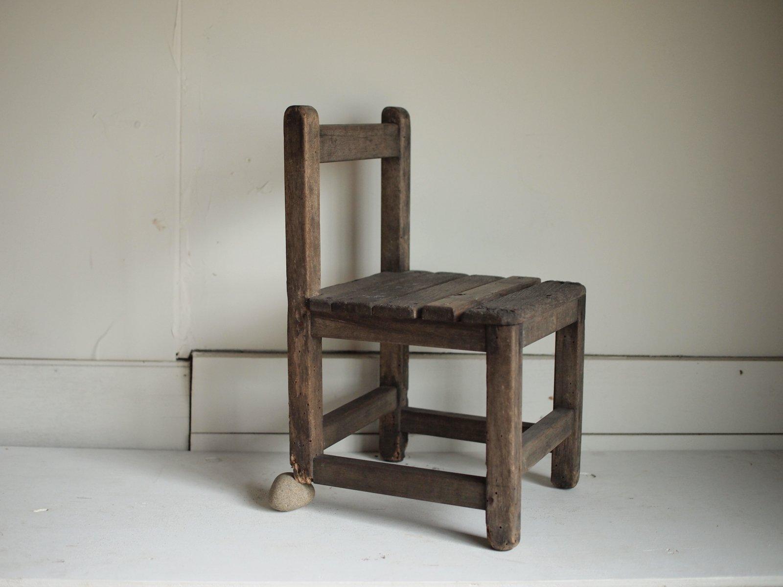 石のいる椅子