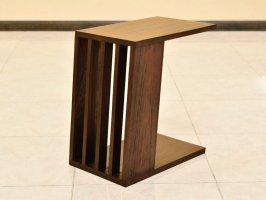 個性が光る、スタイリッシュなデザイン。傾斜のかかったサイドテーブル【AS-276】