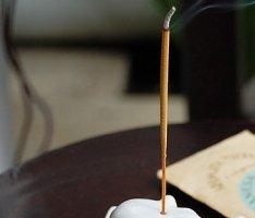 バリ島原産の花々を主な原料としたお香<サンダルウッド>【O-3】