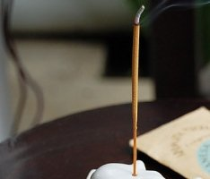 バリ島原産の花々を主な原料としたお香<フランジパニ>【O-5】