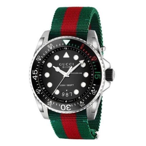 グッチ/腕時計/メンズ/Dive|ダイブ/YA136209A/カレンダー/20気圧防水/ブラック×グリーン&レッドファブリックストラップ
