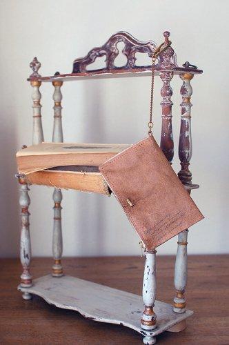 古書の羊皮紙のようなミニ財布  - VELLUM